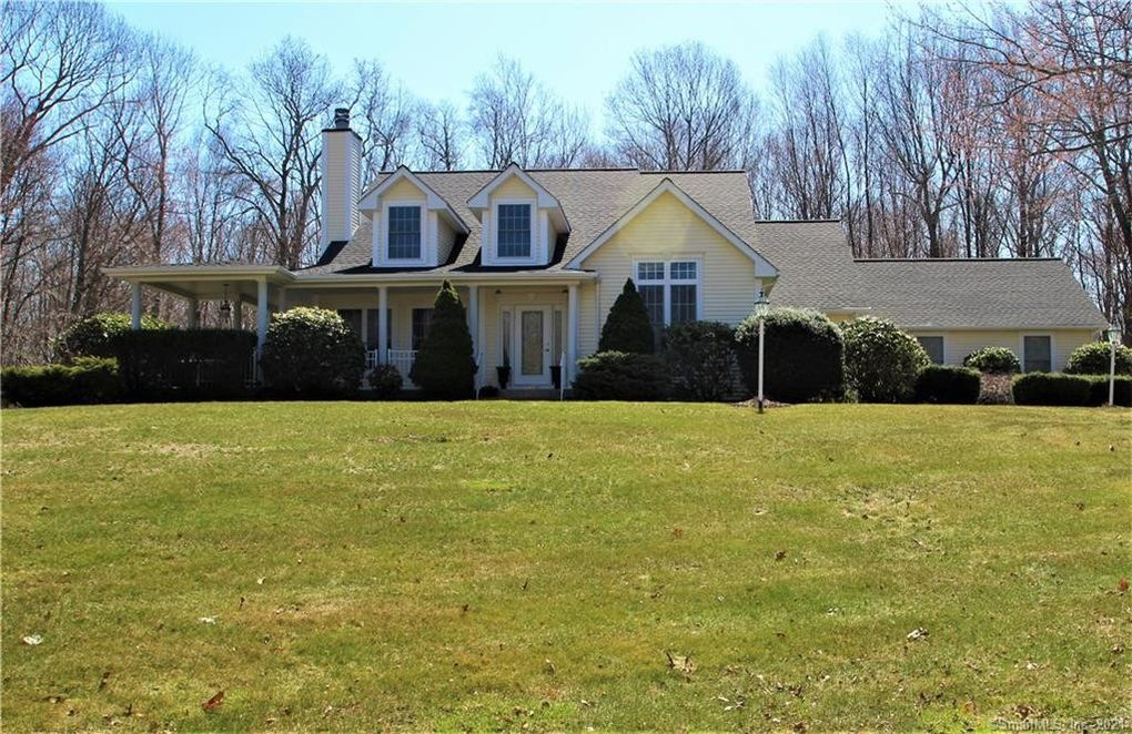 193 Woodmont Dr Coventry, CT 06238