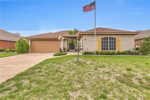 954 Heather St, Burleson, TX 76028