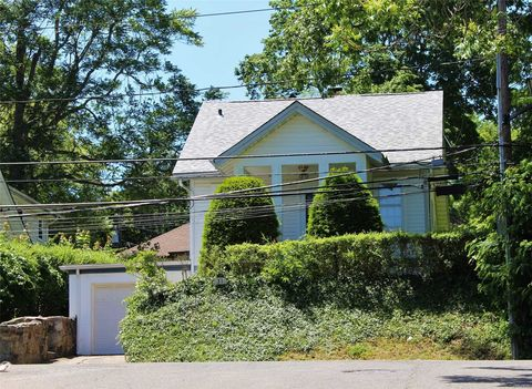 31 Allen Dr, Great Neck, NY 11020