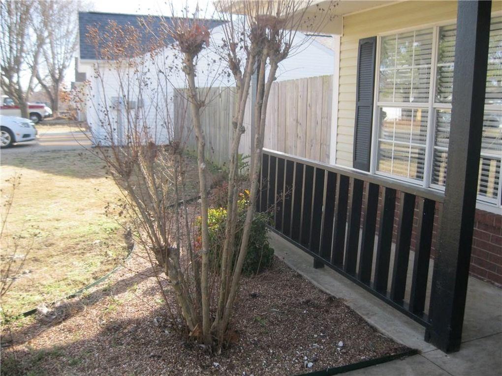 3235 W Wildflower St, Fayetteville, AR 72704