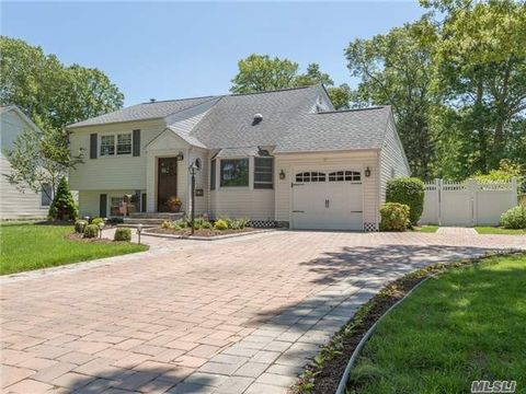 146 Timberpoint Rd, East Islip, NY 11730