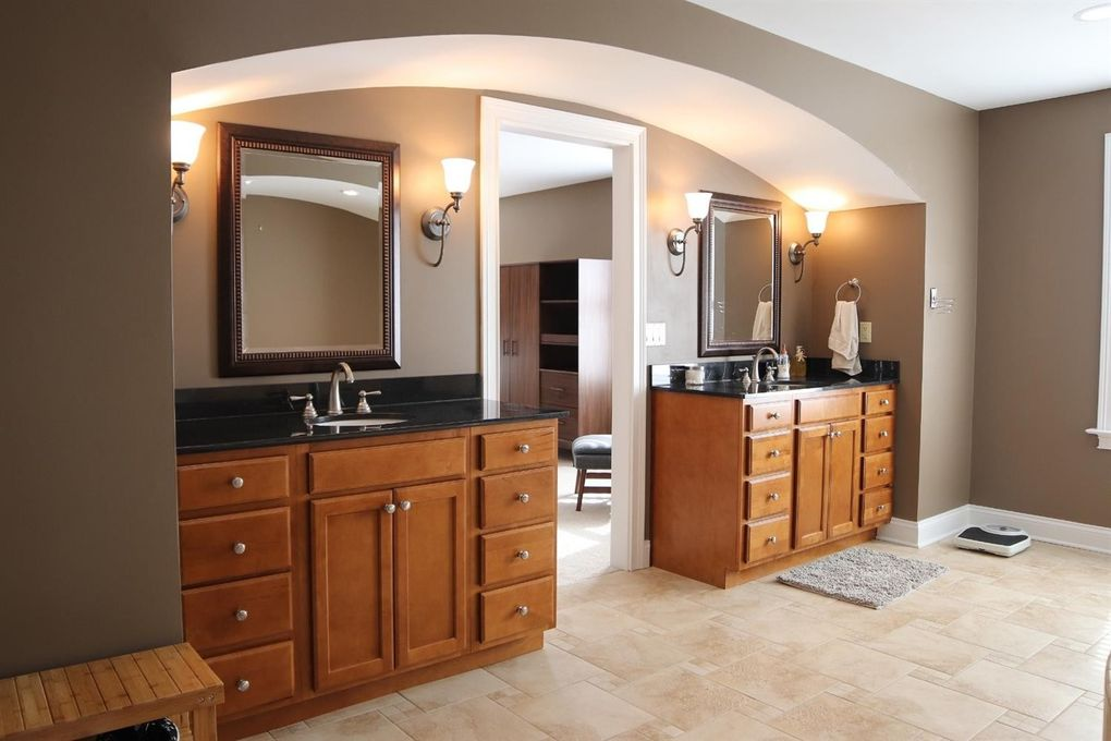 3211 Golden Ave, Cincinnati, OH 45226 - Bathroom