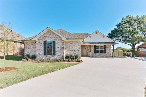 Photo of 742 Abbey Rd, Lindale, TX 75771