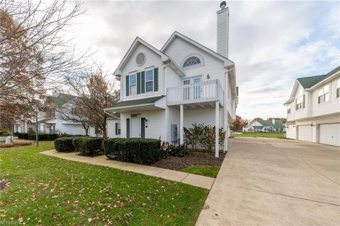 321 Vista Cir Unit 28 A, North Olmsted, OH 44070