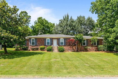 Photo of 6001 Hawkdale Dr, Nashville, TN 37211