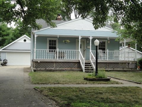 443 N Woodlawn Ave, Griffith, IN 46319