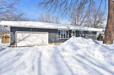 Photo of 812 Westwood Dr, Faribault, MN 55021