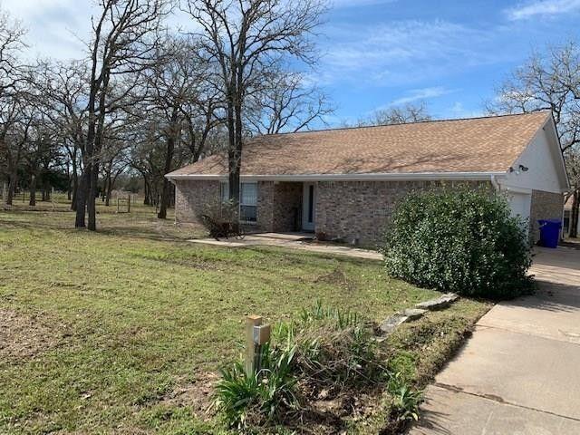 1302 Jones St Smithville, TX 78957