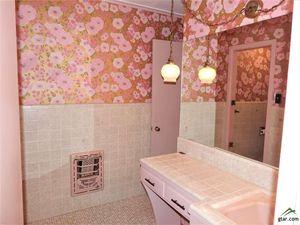 1715 Yosemite Dr, Tyler, TX 75703 - Bathroom
