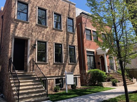 Photo of 3911 N Janssen Ave, Chicago, IL 60613