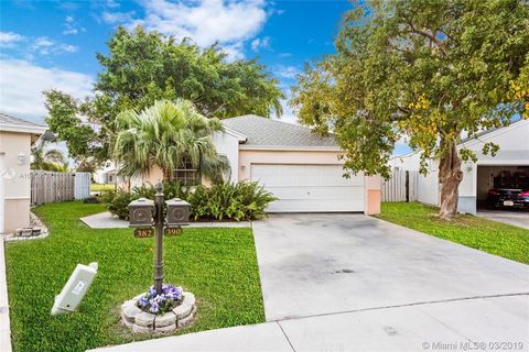 Photo of 390 W Riverbend Dr, Sunrise, FL 33326