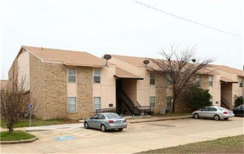 Photo of 500 E 7th St, Springtown, TX 76082