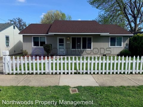 Photo of 942 Murray Ave, Medford, OR 97501