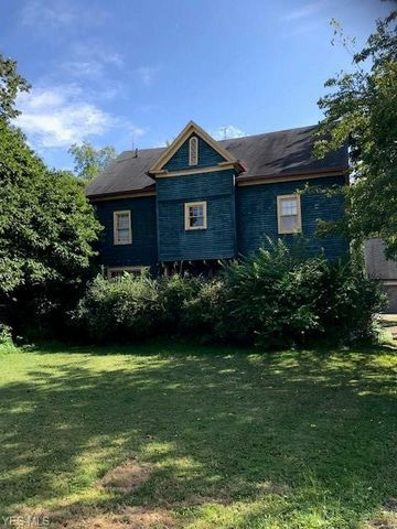 Photo of 7 Maple St, Canfield, OH 44406