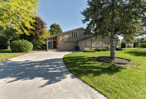 Photo of 6074 Thornapple Dr, Greendale, WI 53129