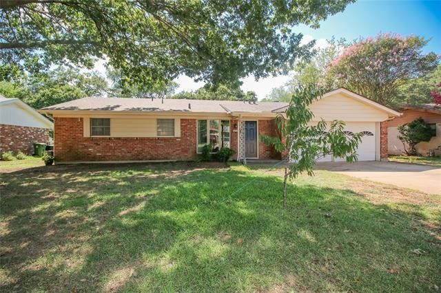 209 Page Ct Hurst, TX 76053