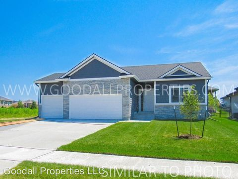 Photo of 16726 Wilden Dr, Clive, IA 50325