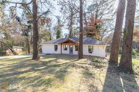 Photo of 2327 Pinewood Dr, Decatur, GA 30032