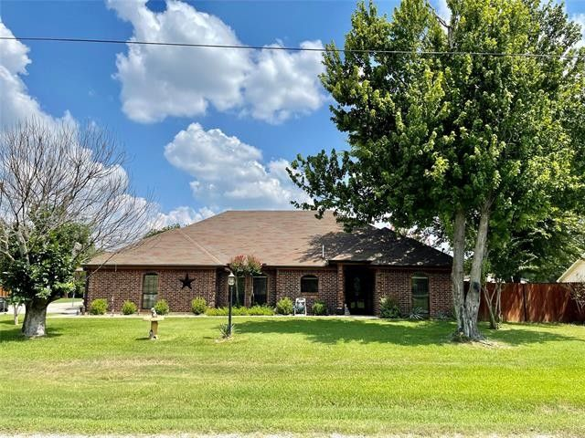 1001 Simpson Dr Mineral Wells, TX 76067