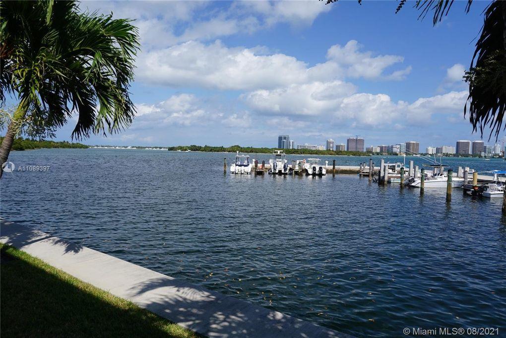 2700 NE 135th St Apt 11 North Miami, FL 33181