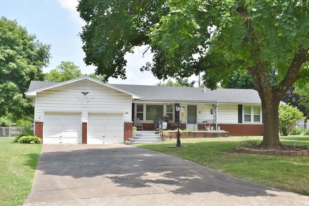 218 S Orchard Crest Ave Springfield, MO 65802
