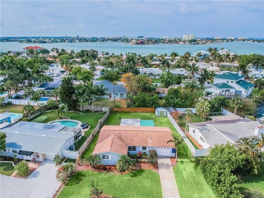 6951 S Shore Dr S South Pasadena, FL 33707