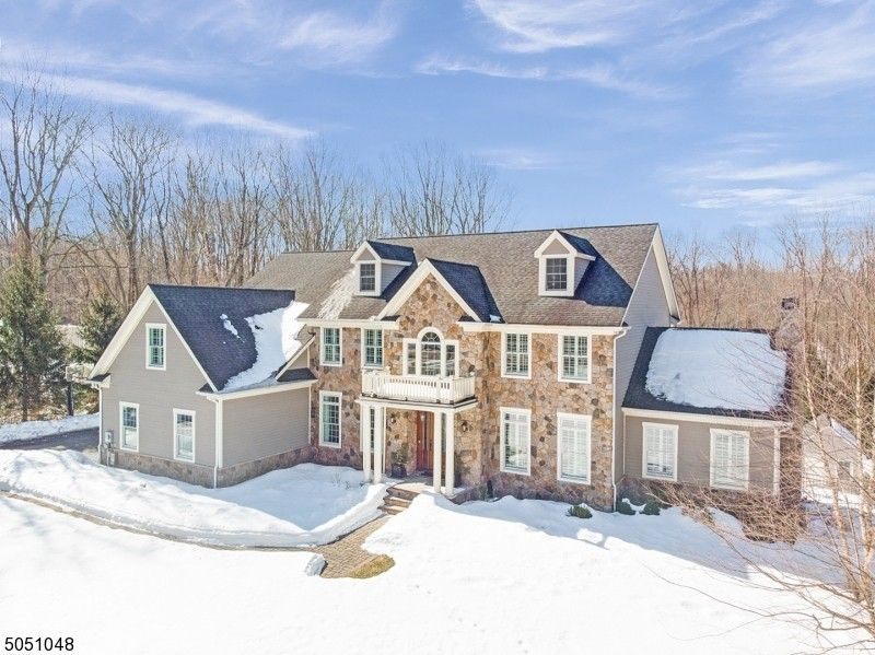 4 Cowie Rd Chester Twp, NJ 07930