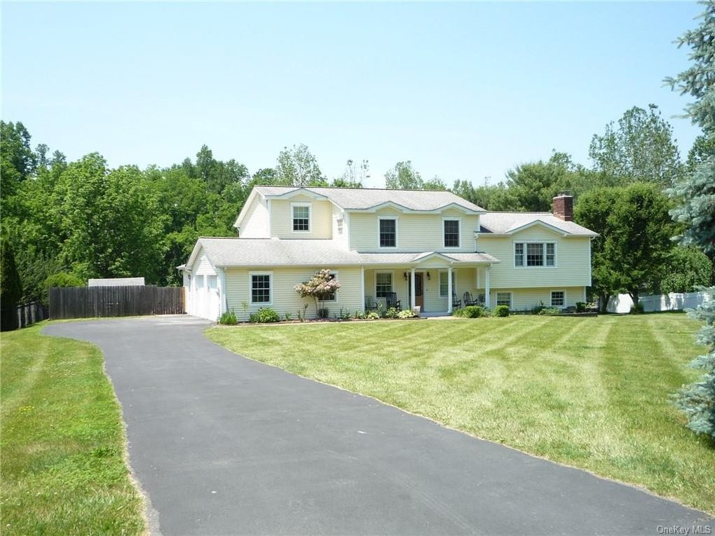 5 Clearview Cir Hopewell Junction, NY 12533
