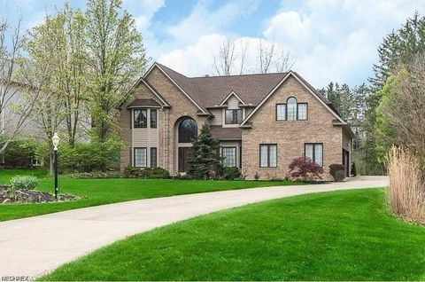 Photo of 174 Somerset Dr, Hinckley, OH 44233