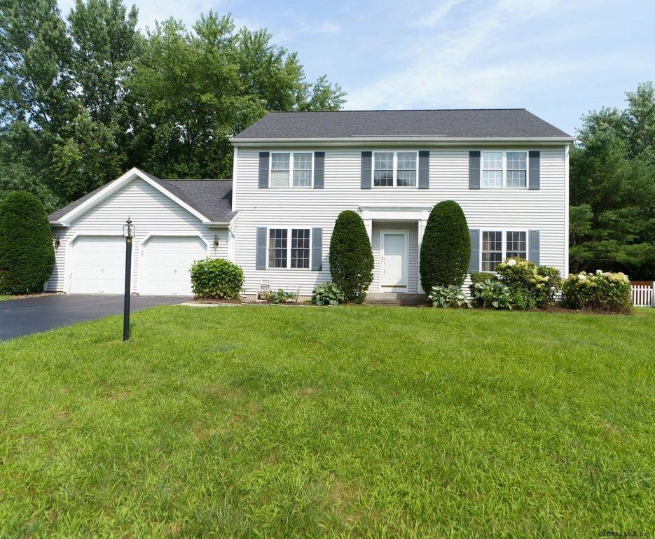 38 Manor Dr Glenmont, NY 12077