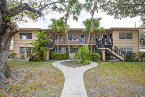 Photo of 232 36th Ave N Apt 202 C, Saint Petersburg, FL 33704