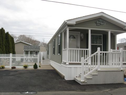 Photo of 14 Pine Cone Dr, Westbrook, CT 06498