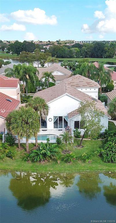 1512 Lacosta Dr E Pembroke Pines, FL 33027