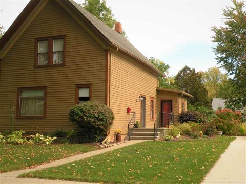Photo of 136 Anderson Ave, Croswell, MI 48422