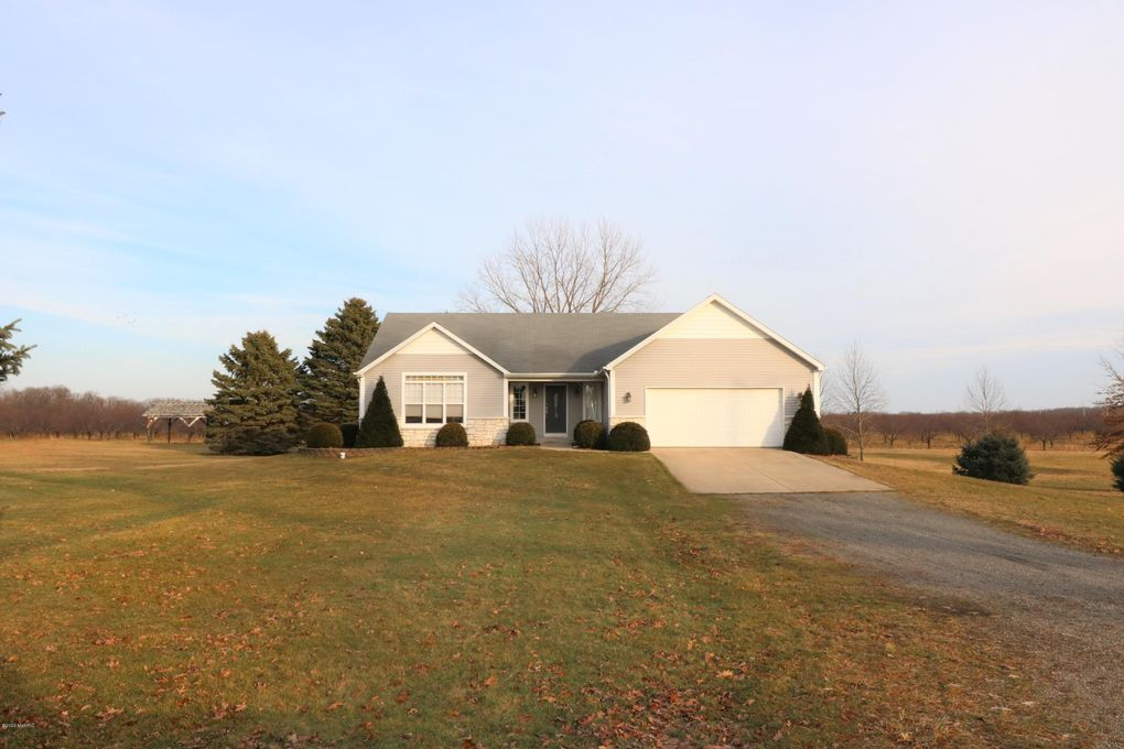 92637 County Road 687 Hartford, MI 49057