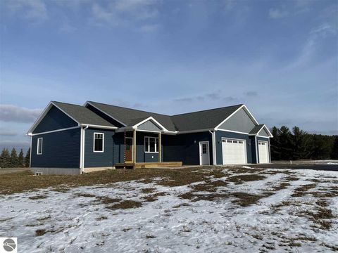 Photo of 5673 Timber Flats Dr, Kingsley, MI 49649