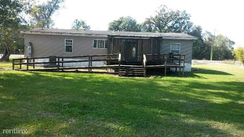 Photo of 4528 Poydras Bayou Dr, Port Allen, LA 70767
