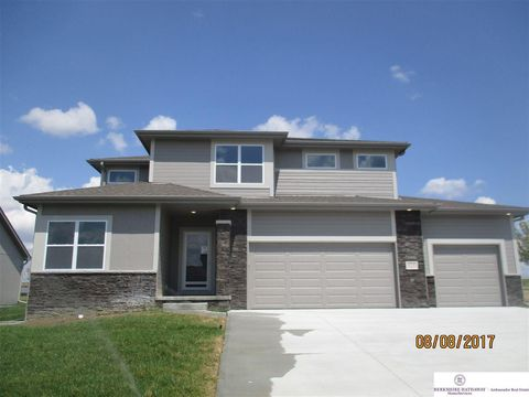 Photo of 10706 Laramie St, Papillion, NE 68046
