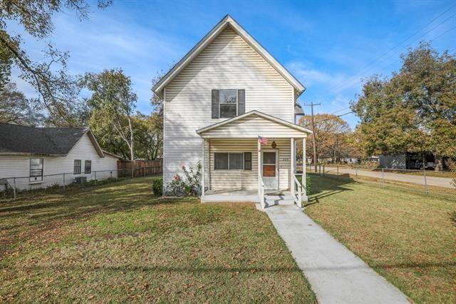 309 N Main St Aubrey, TX 76227