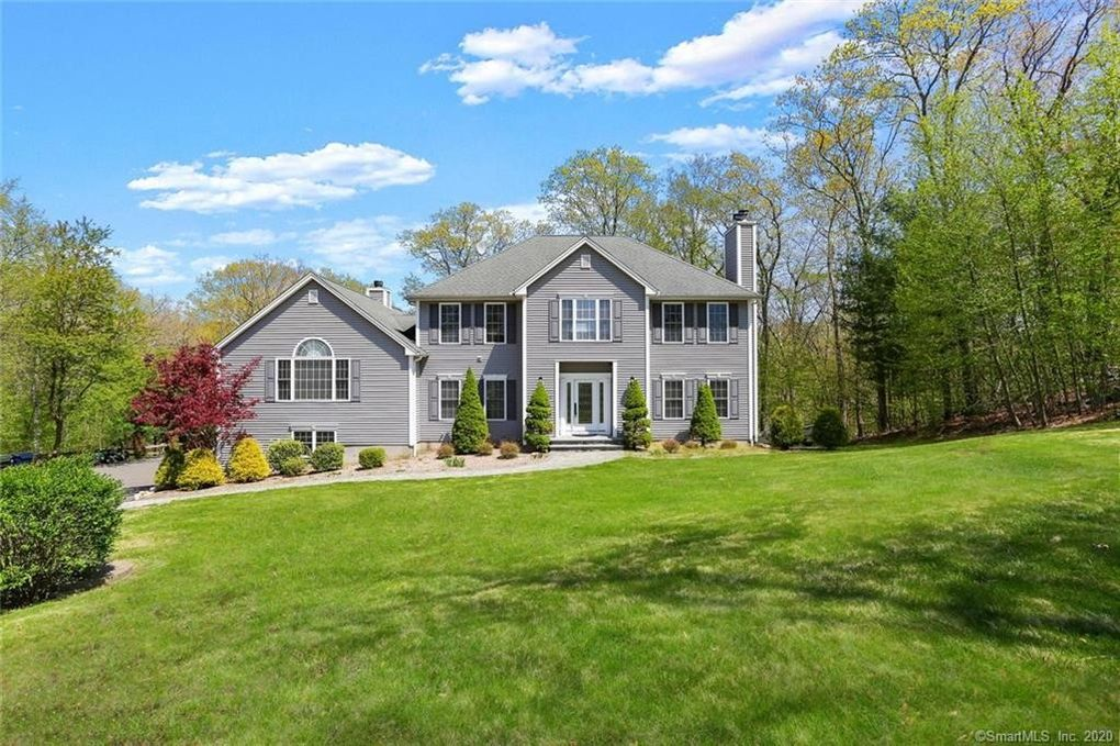 3 Hart Ct Oxford, CT 06478