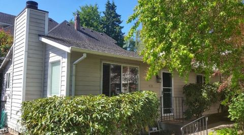 Photo of 4135 Sw View Point Ter, Portland, OR 97239