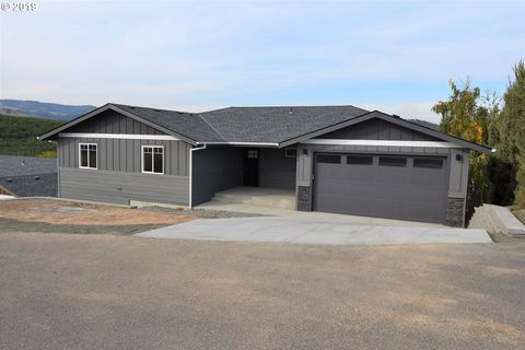 Photo of 1639 E 21st St, The Dalles, OR 97058