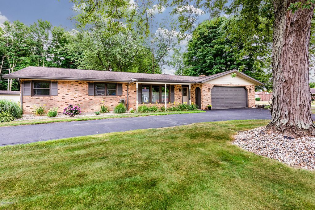 301 Timber Dr Coloma, MI 49038