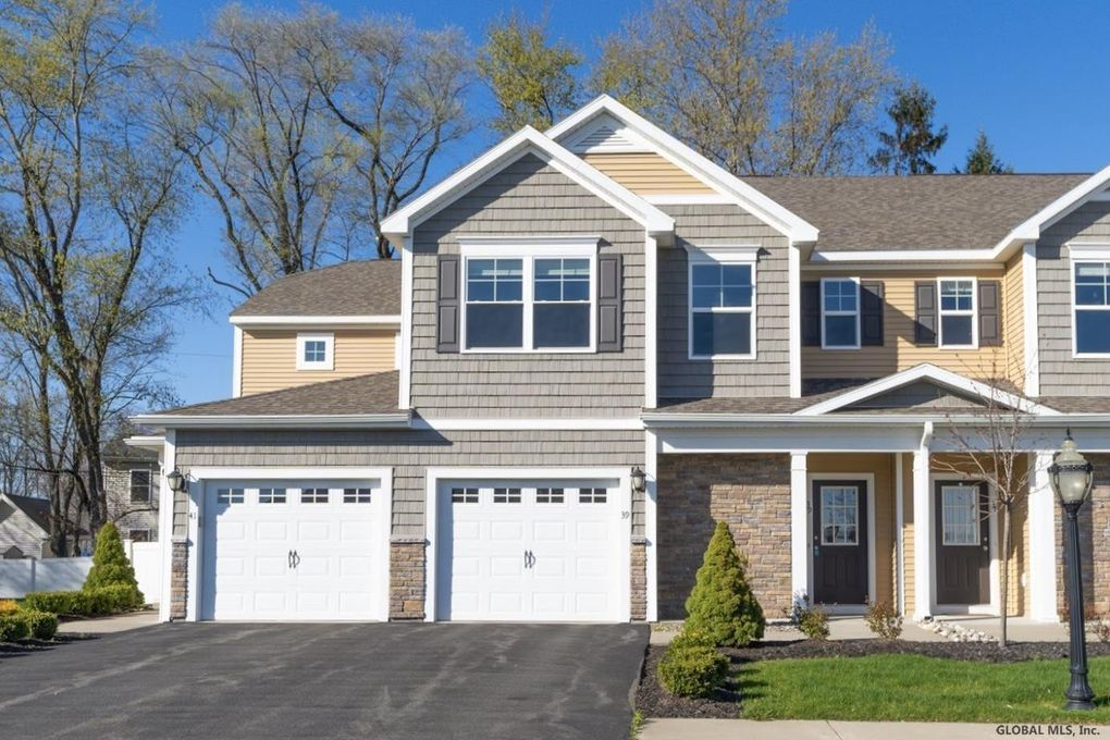 39 Stacey Ct Cohoes, NY 12047
