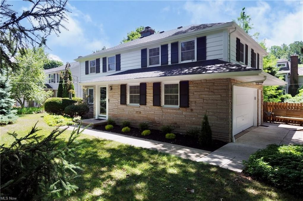 21781 Lake Rd Rocky River, OH 44116