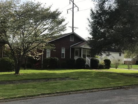 Photo of 715 Gloucester Ave, Middlesboro, KY 40965