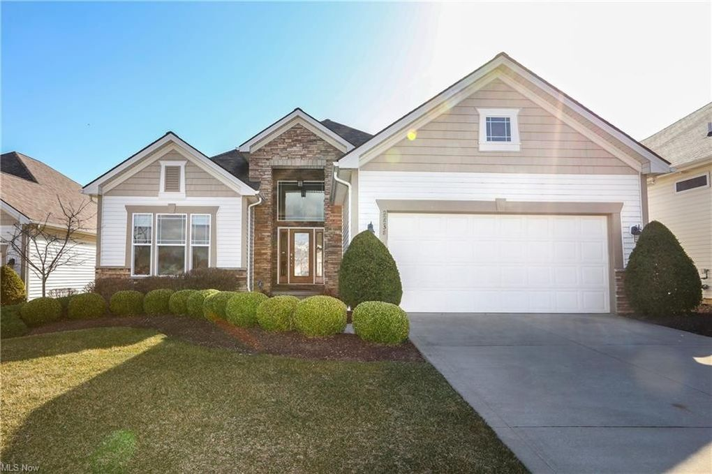 22238 North Trl Strongsville, OH 44149