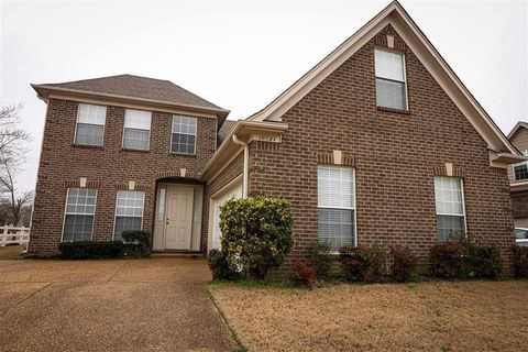 Photo of 10521 S Ashglen Cir, Collierville, TN 38017