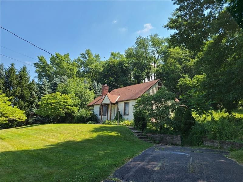 49 Midway Dr McKees Rocks, PA 15136