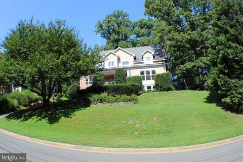 Photo of 1530 Forest Villa Ln, McLean, VA 22101